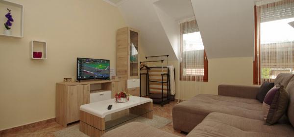 Szamócás Apartman Gyula